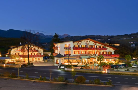 hotel-clara-varna-by-night