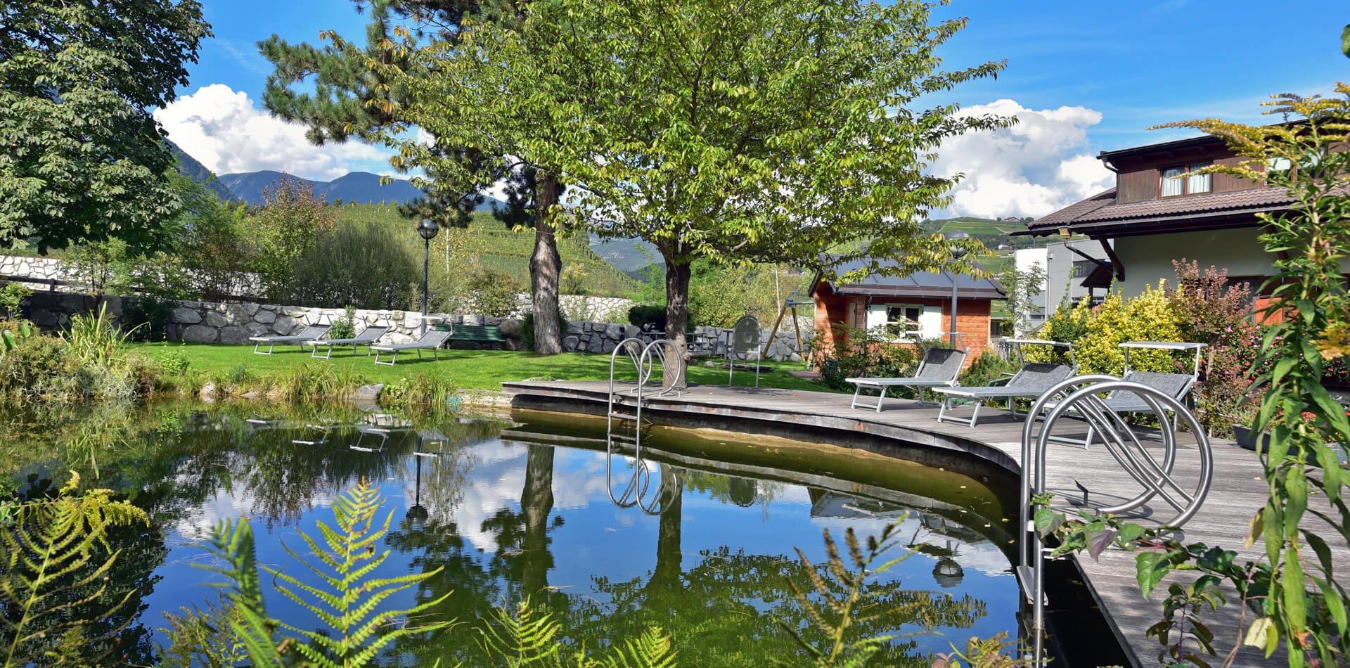 naturbadeteich-hotel-clara